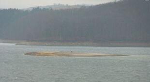 W Polańczyku i w Solinie drastycznie spadł poziom wody (Kontakt 24/Mariusz)