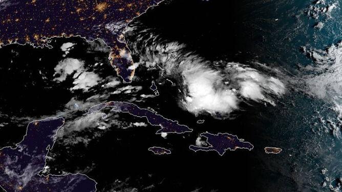 Z tych chmur może się utworzyć burza tropikalna Humberto (noaa.gov)